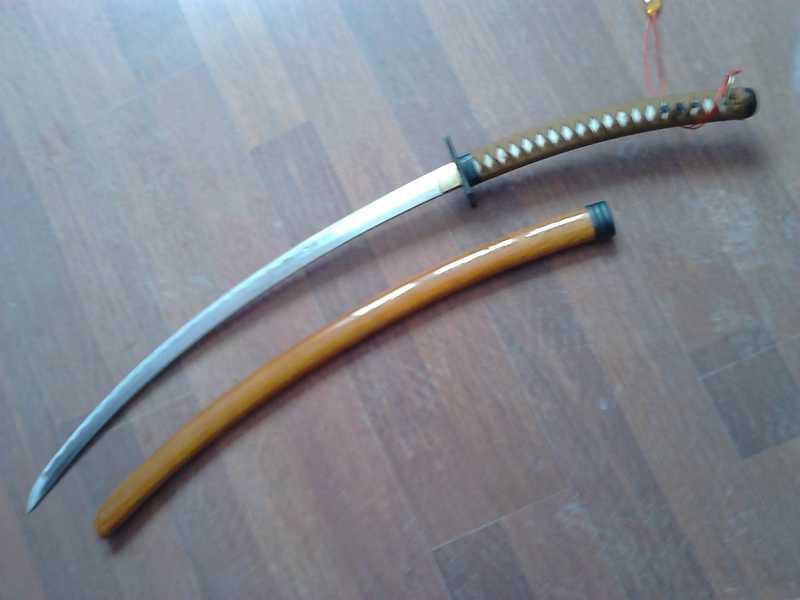 35)Катаны. Боевые и сувенирные образцы.